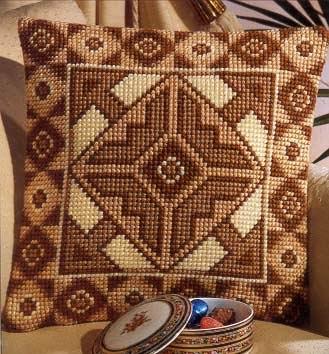 Vervaco - подушки с орнаментом.
