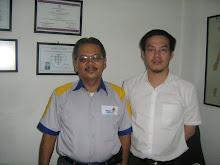 FOTO BERSAMA BAPAK OBERT SIGALINGGING ASISTEN MANAGER P.T TELKOM MEDAN INDONESIA