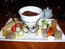 Sjokolade fondue, litt sjokolade og mye frukt !