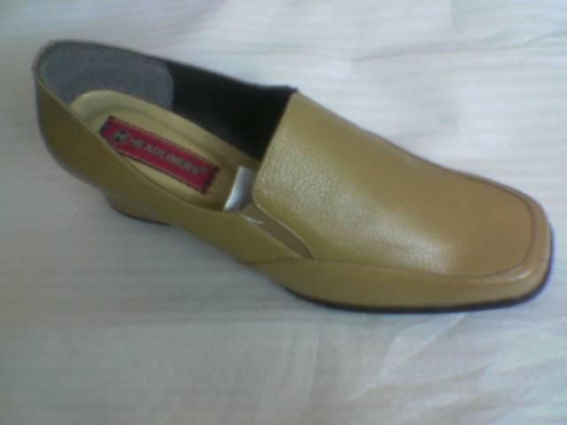 Sepatu Dinas ( Wanita )