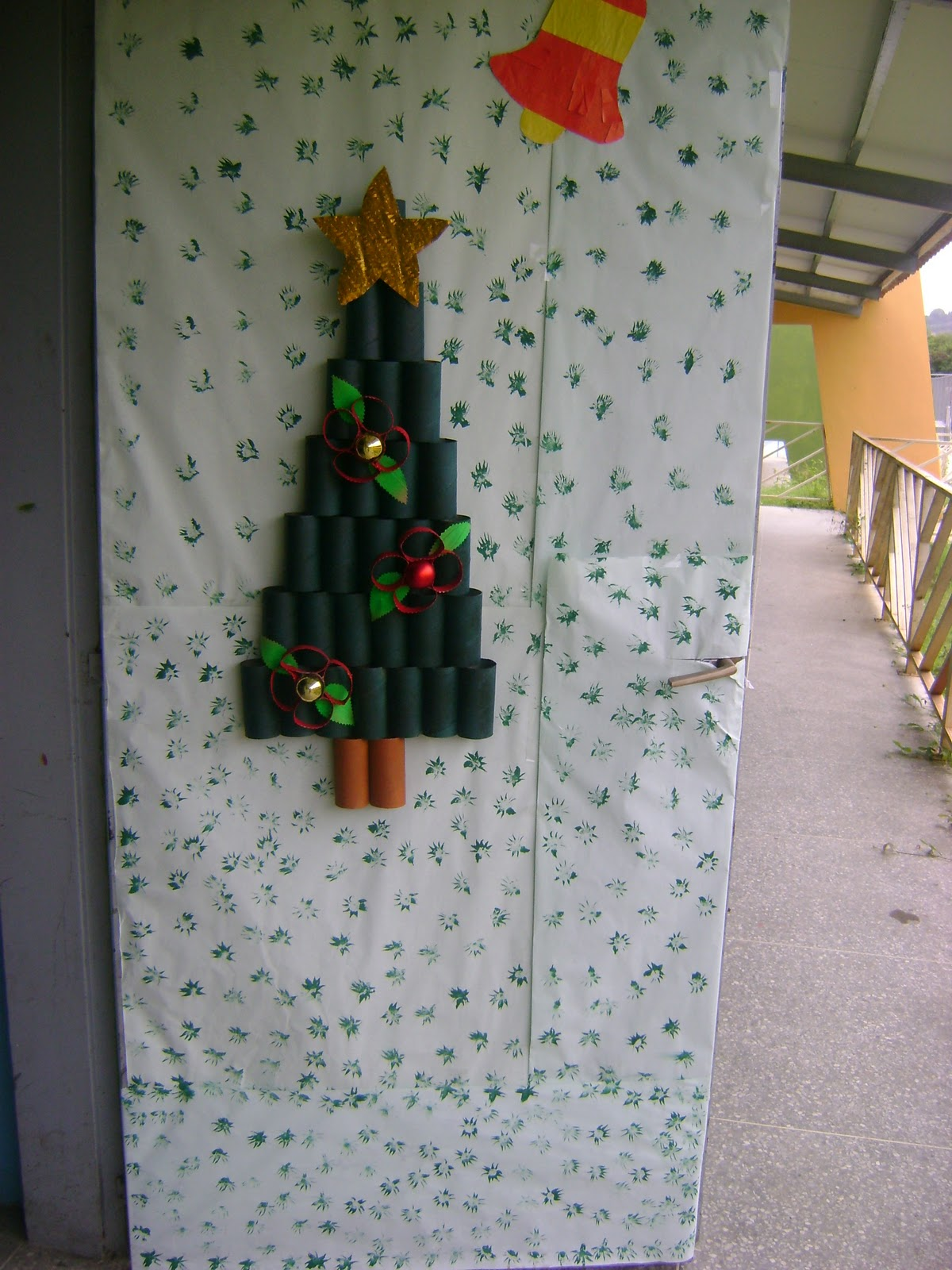 Escuela b sica jabillito navidad 2010 2011 for Puertas decoradas navidad colegio
