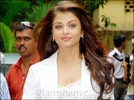 Aishwarya Rai Latest Romance Hairstyles, Long Hairstyle 2013, Hairstyle 2013, New Long Hairstyle 2013, Celebrity Long Romance Hairstyles 2397