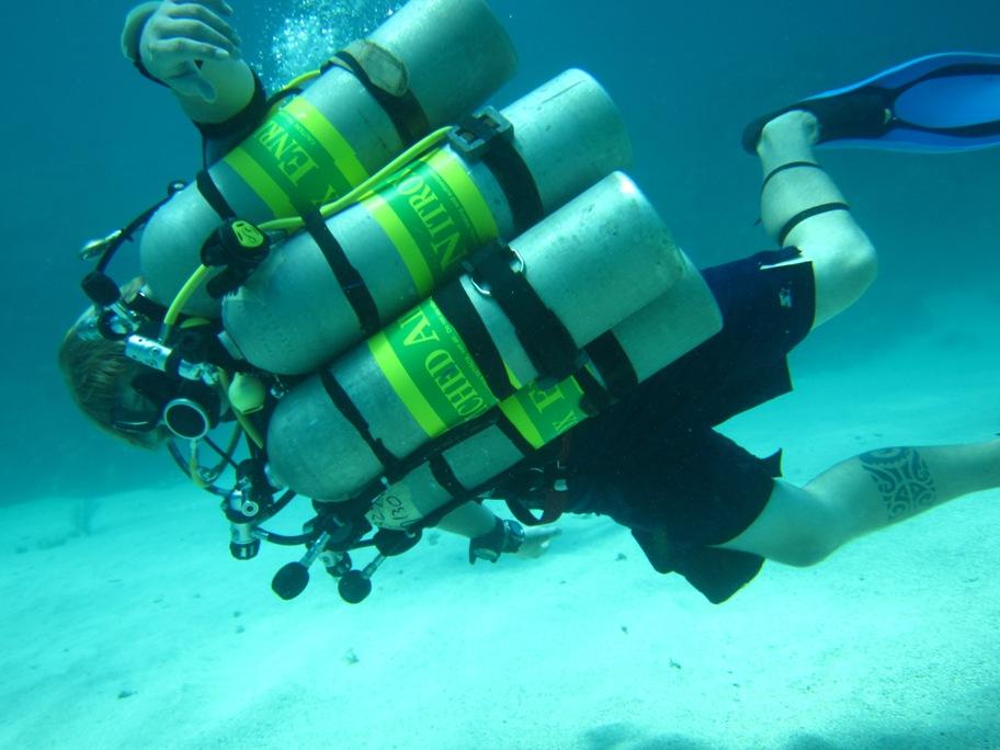 Tri Mix Scuba Diving : Utila tec diving trimix dive training at center