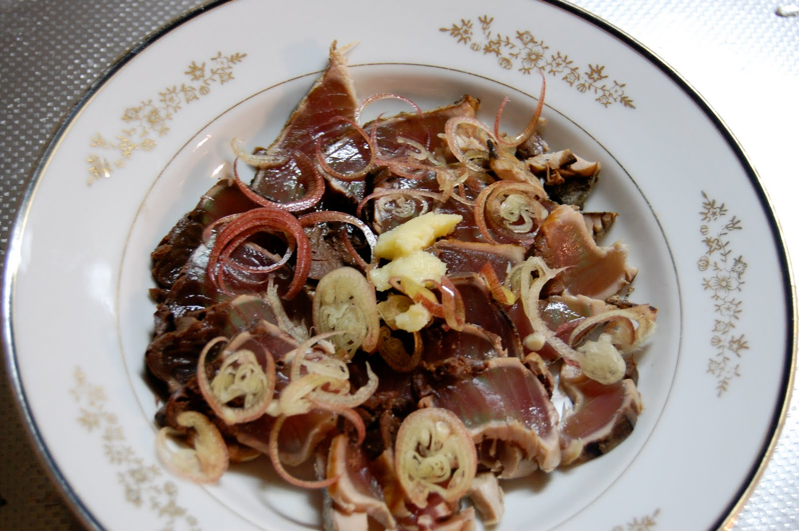 Seafood recipe katsuo tataki japanese cuisine famous for its funky aroma which is best toned down on the plate with some thinly sliced myoga and grated ginger katsuo is in season twice forumfinder Gallery