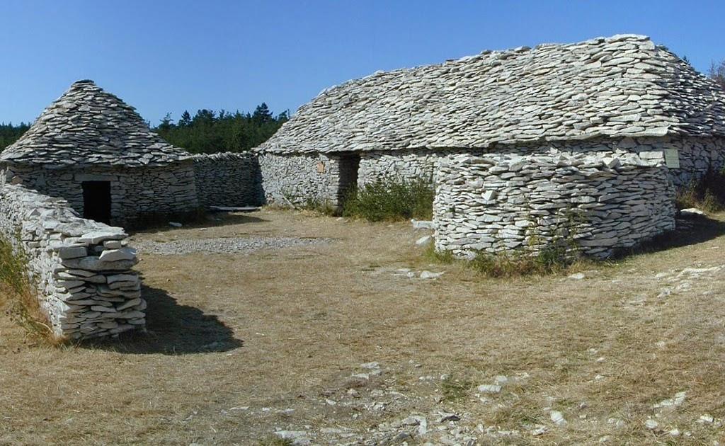 Bricolage pas cher la maison en pierres seches - Maison en pierre seche ...