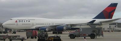 Boeing B747-400 Apache delta