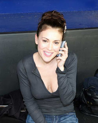 E 'davvero Alyssa Milano naked in Pathology or a dummy? are the breasts and ...
