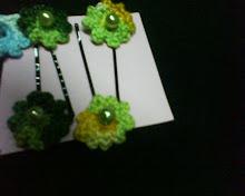 ganchos com flor de croché
