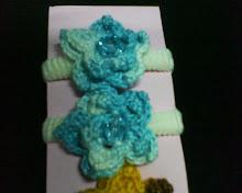 elastico com flor de croché