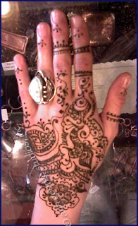 henna pattern for back of hand