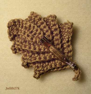 sukigirl~~: Free crochet leaf pattern with pics