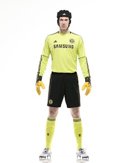 Cech wearing new Chelsea goalkeeper home kit