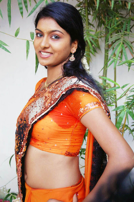 akshida in saree unseen actress pics