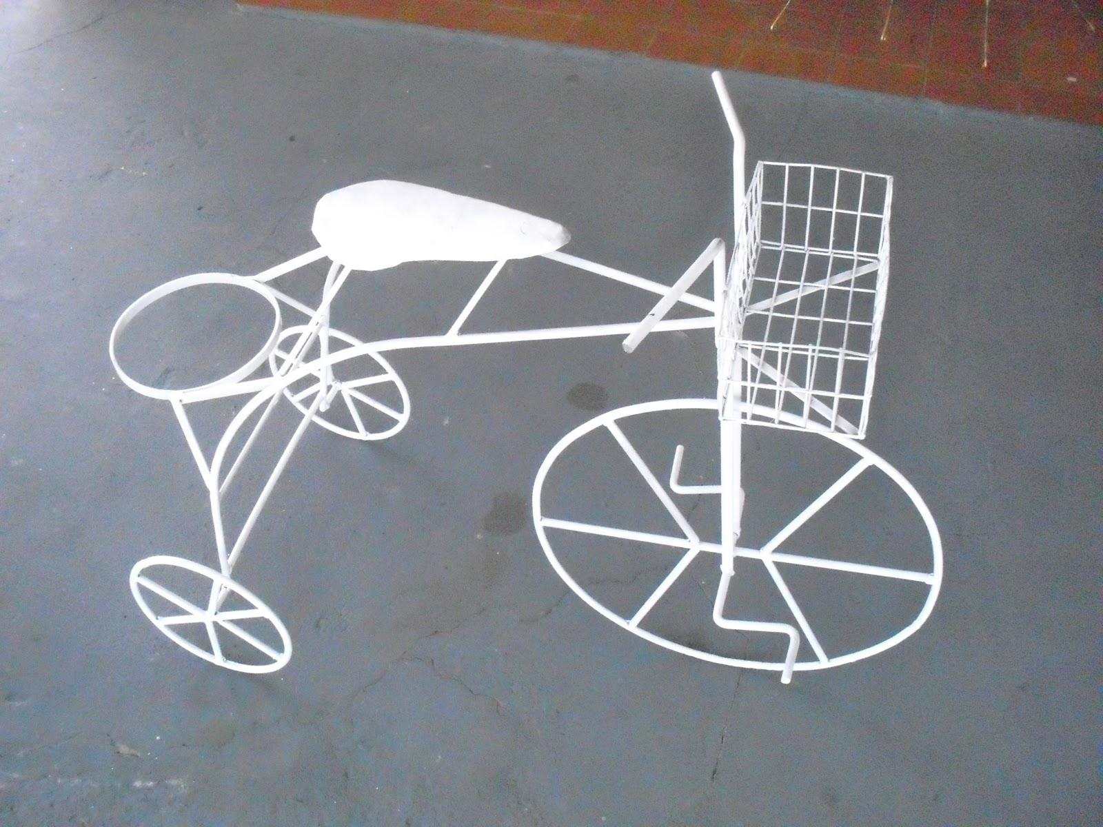 objetos decoracao jardim:OBJETOS DE DECORAÇÃO EM FERRO: bicicleta para jardim floreira