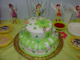 O bolo do meu aniversário quando fiz 8 anos.