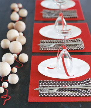 artistic holiday place setting