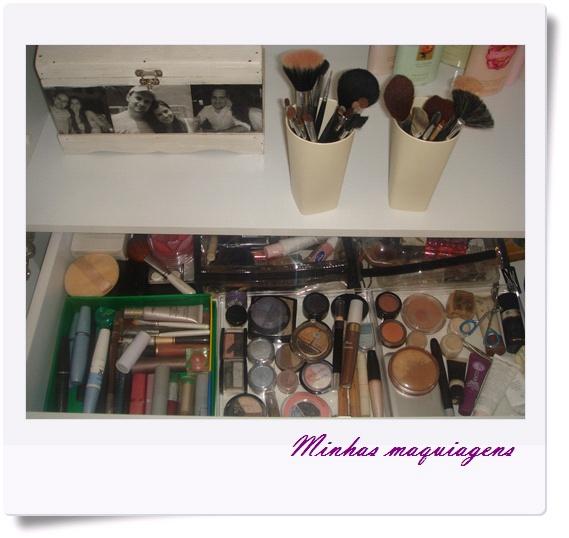 Sua maleta/ gaveta ou cantinho em que guarda as maquiagens + dica de um produtinho especial