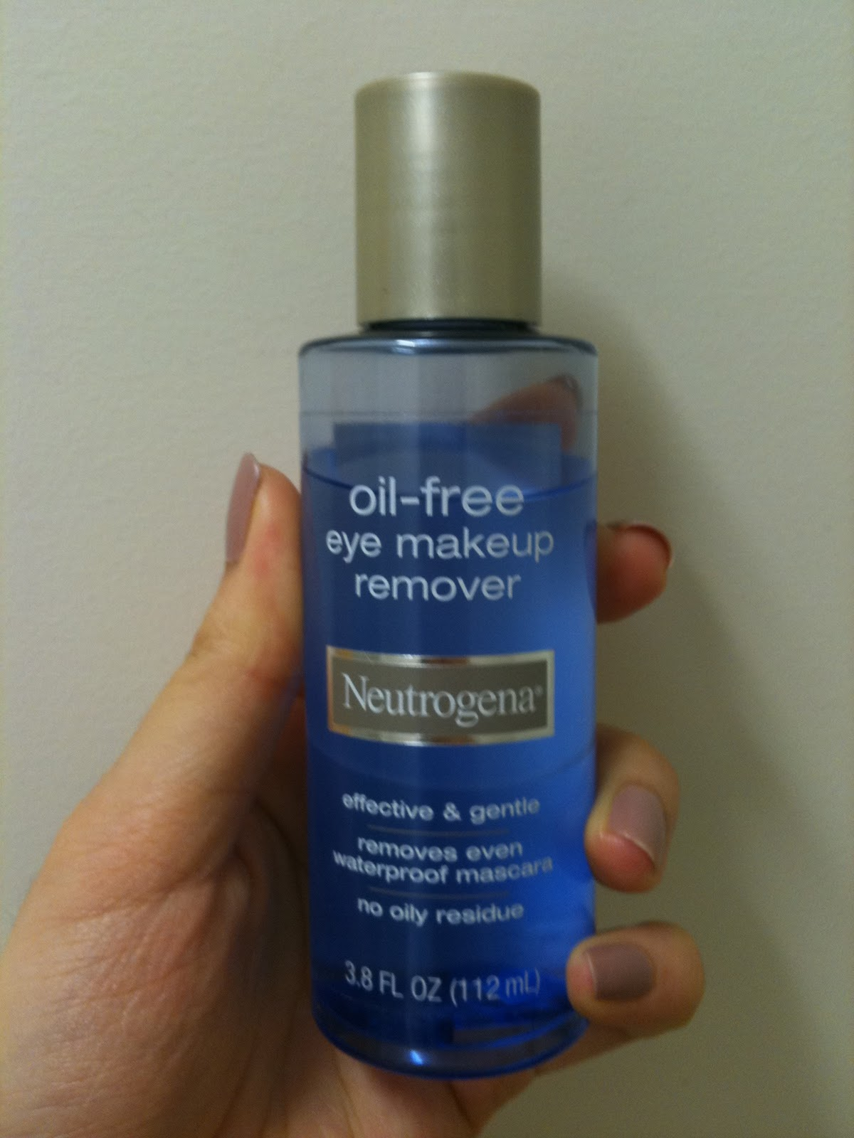 Love Beauty Lara Neutrogena Oil Eye
