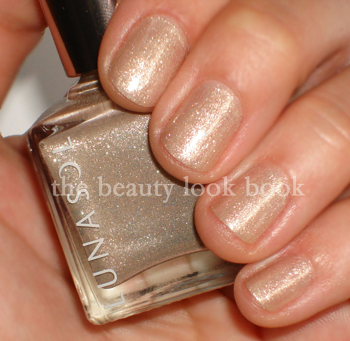 too celebritis: Lunasol Cool Beige #19 Nail Finish