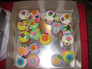 Li Yun jies bday & wedding anniversary cupcakes!!! yummy yum! (: