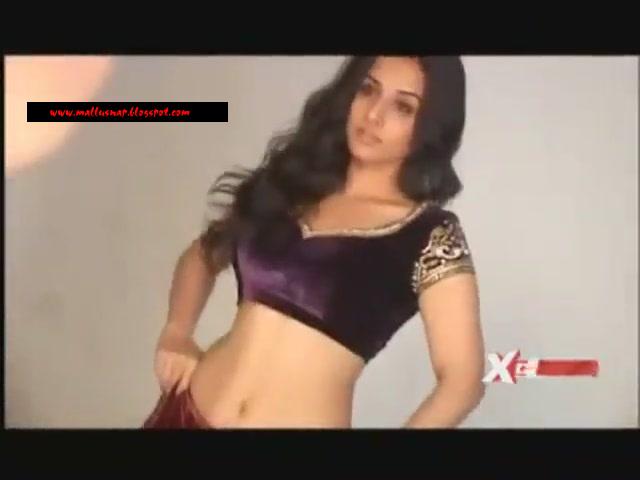 vidya balan without makeup. Actress Vidya Balan Hot Navel