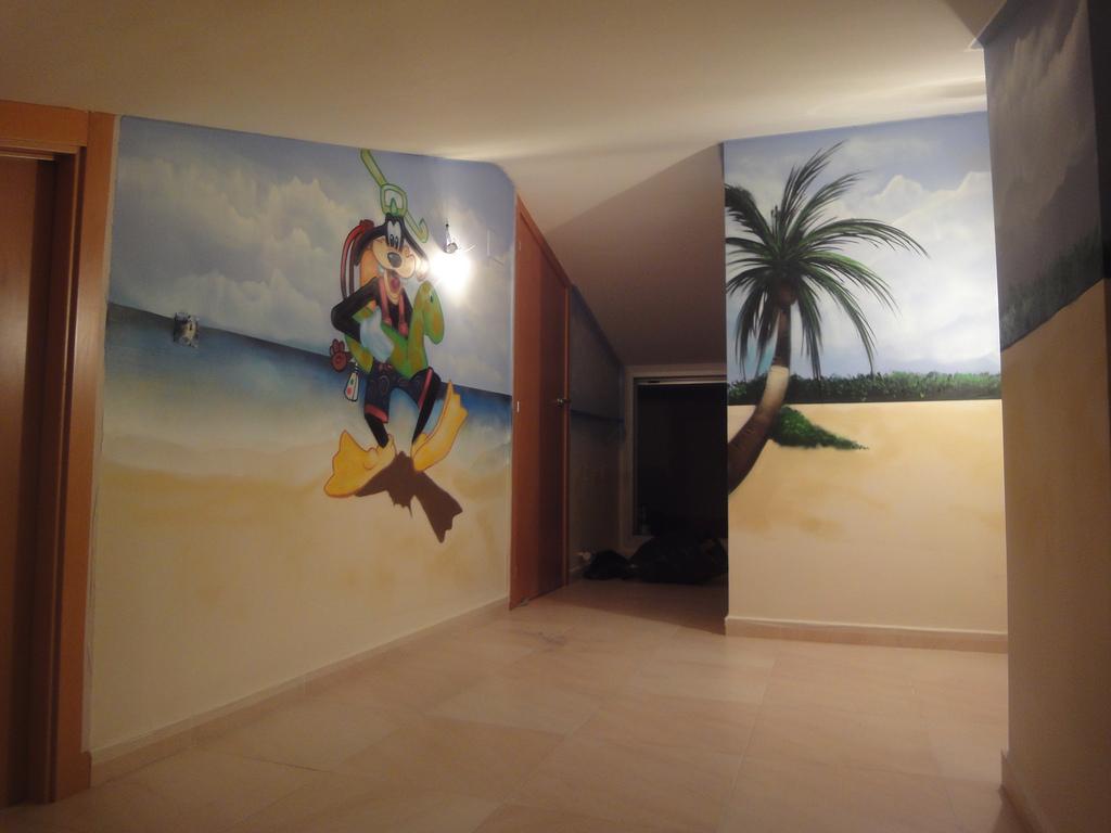 Berok graffiti mural profesional en barcelona murales for Disenos de interiores pintados