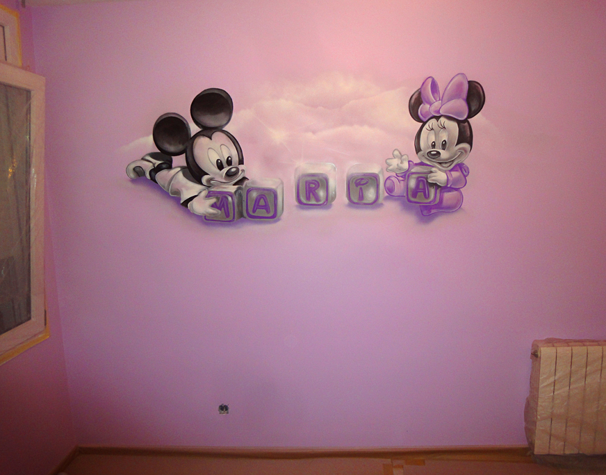 Dibujo de Mickey Mouse y Minnie bebés en pared de habitación ...