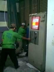 Pindahan Chubb Bankers & Solingen berat 1,5 ton di Star Jawelery ITC Mangga Dua Blok D lt.1