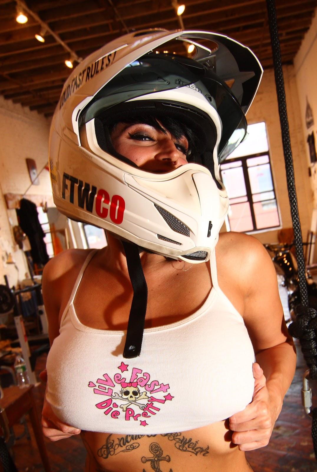 http://2.bp.blogspot.com/_9FNAlMtMgF4/TPQ3Rq3-ekI/AAAAAAAADgg/xGPpAquLYtw/s1600/Sadie%2BVariant.jpg