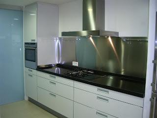Dise o y decoraci n de cocinas encimeras por encima de for Cristal templado cocina precio