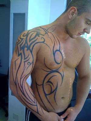 were dressed with tribal tattoos inspired by the Maoris of New Zealand.