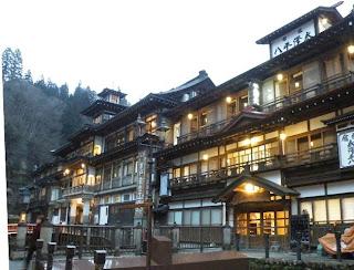 電車を乗り継いで、山形県の銀山温泉へ行ってきました。