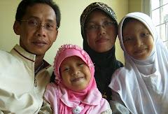 Keluarga Kecil - Ayah, Bunda, dan Dua Anak