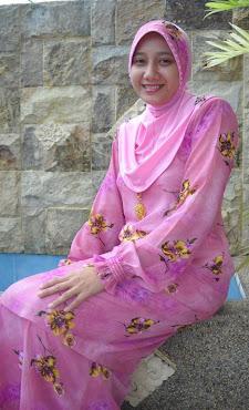 Cik mona ( Mona baharuddin )