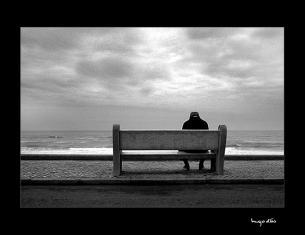 Sente-se ao meu lado.