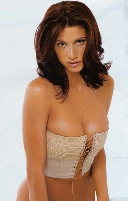 shannon elizabeth boobs