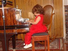 Rosarito y su amigo el piano...