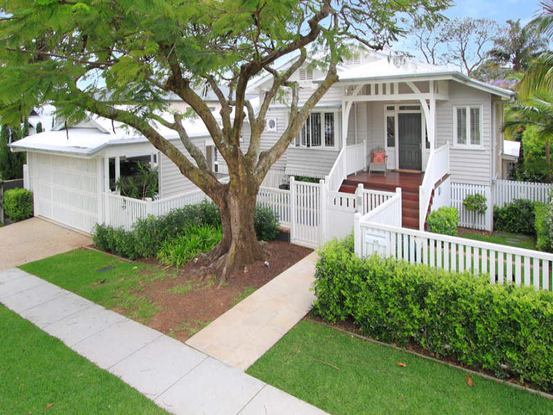 Hamptons hamilton qld for Front door queenslander