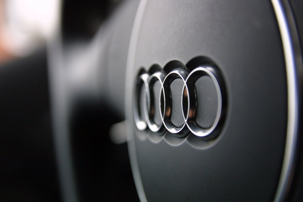 audi logo badge on streering wheel wallpaper