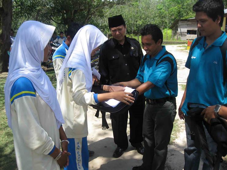 Pemberian Hadiah Siswa Berprestasi FASTPEM Tahun 2010