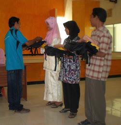 Pemberian Hadiah Siswa Berprestasi Tingkat SLTA Sederajat Fastpem 2010