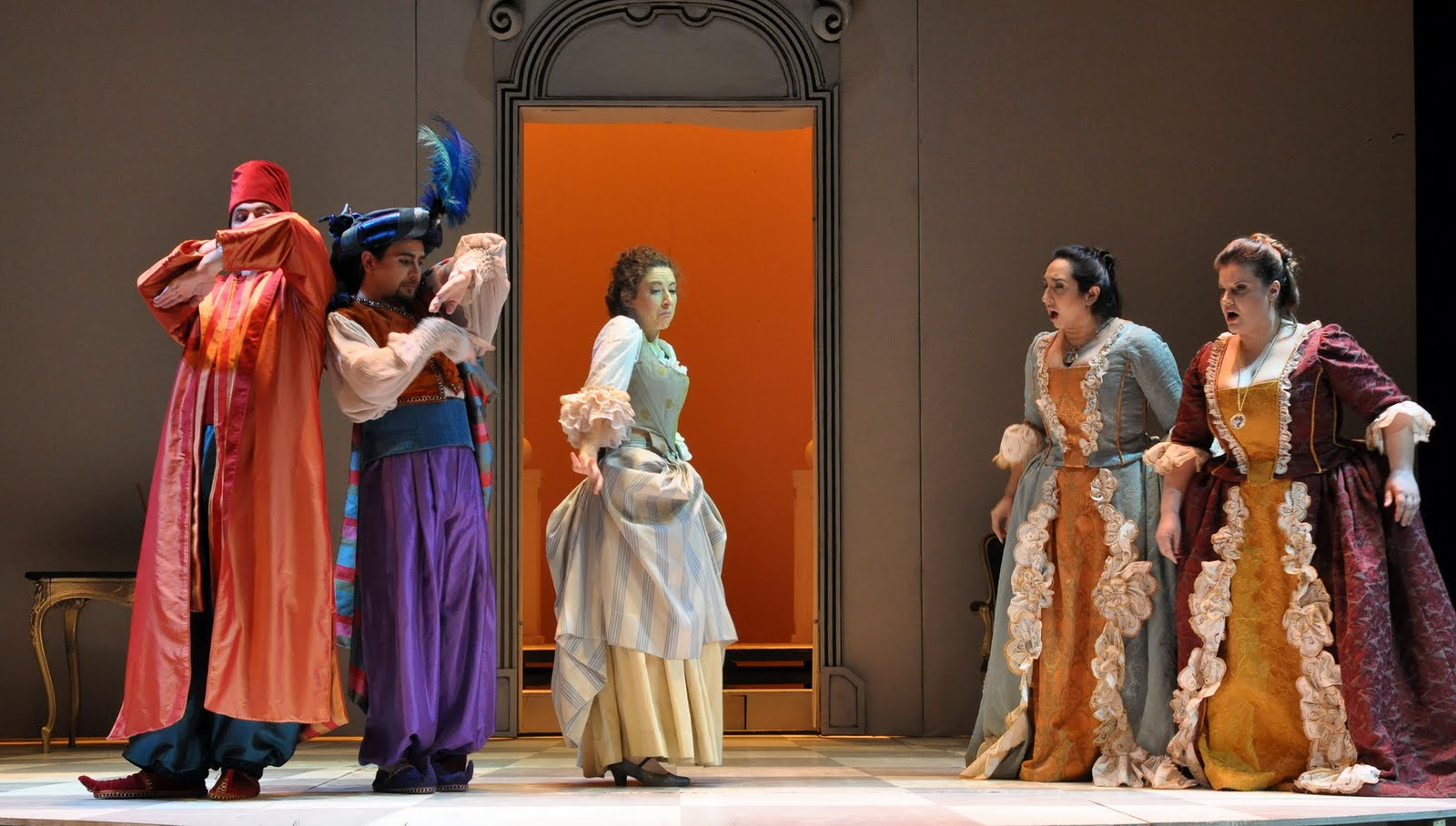essays on cosi fan tutte Society in cosi fan tutte the play is about love and infidelity, whereas it is being performed in a time that is about free love.