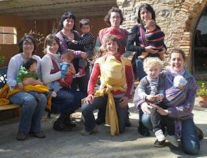 Bebés en brazos bebés felices