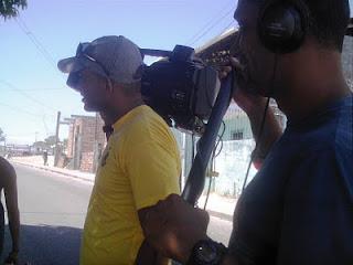 Gravação de Anônimos, com o câmera Leco e o operador de áudio Ibson. Foto: Geraldo Seara.