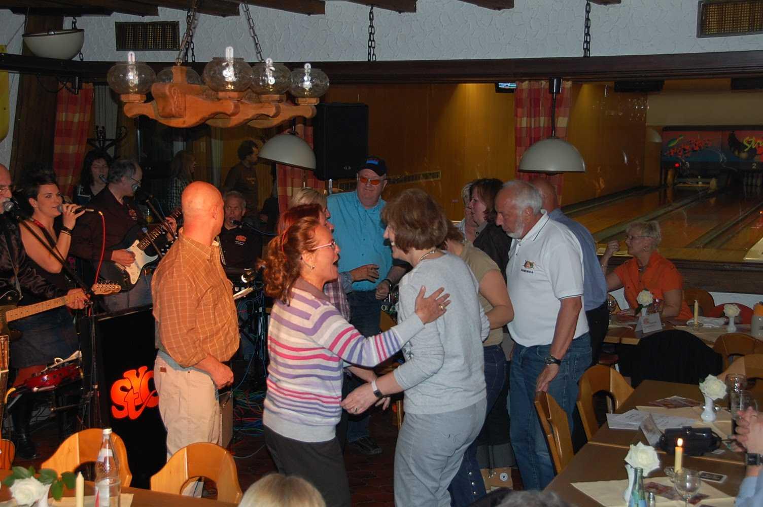 http://2.bp.blogspot.com/_9TBIkK0kfvM/S-GeEZxJ43I/AAAAAAAADR4/wpaLliEbVog/s1600/je+danse.jpg