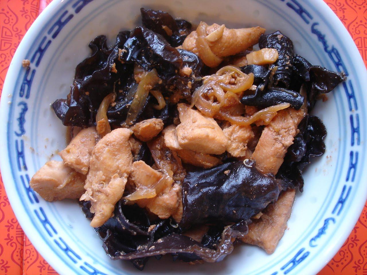 Poulet aux champignons noirs chinois. Recette chinoise Cette recette est de  Taiji!