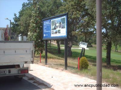 Valla publicitaria en Girona