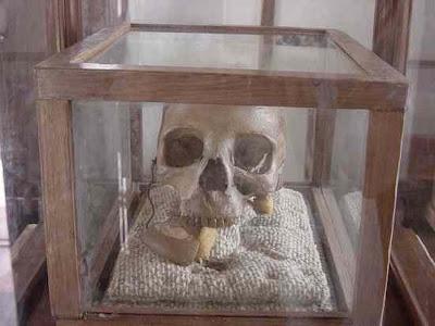 800px skull of mkwawa 10 Peristiwa Sejarah Yang Aneh dan Mencurigakan