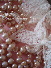 Collana con perle di fiume rosa e dentelle francesi...