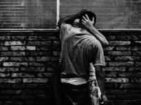 Besame, tu novia no esta, yo no lo dire.-
